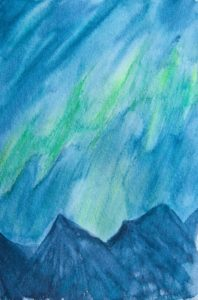 Nordlichter über Bergspitzen
